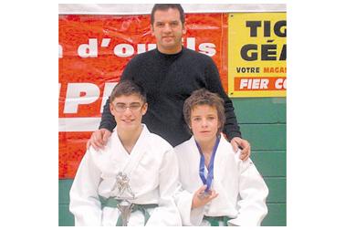 Le podium à deux judokas
