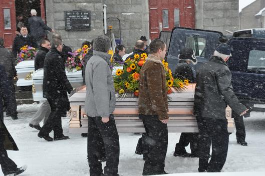 Des funérailles émouvantes pour Laurence, Juliette et leur grand-maman - Rémi Tremblay : Actualités  Tragédie à Saint-Romain