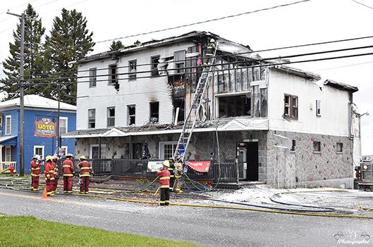 L'Hôtel Lambton détruit par un incendie - Rémi Tremblay : Actualités