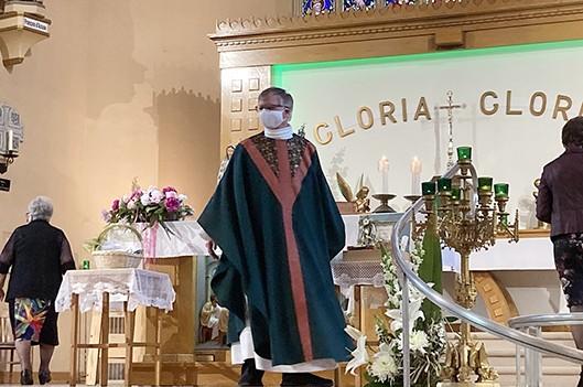 Les paroissiens rendent hommage au curé Baril -   : Actualités